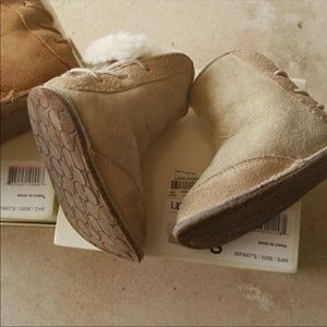 Kids Ugg boots Size small available -